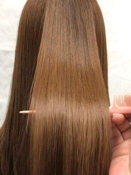 ティアラの写真/相性抜群の【髪質改善】ミネコラTr×カラーで、パサつきが気になる髪も手触り抜群なうるツヤ髪が手に入る♪