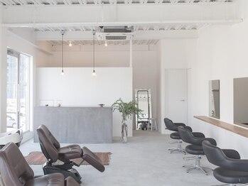 フィル(fil)の写真/《4席×スタイリスト3名のプライベート空間》2階に位置し、テラスありの開放感あふれるサロン☆