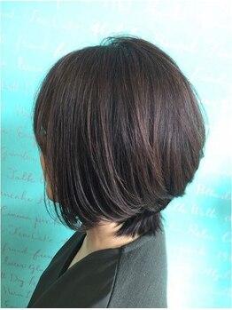 アトリエヘア マルク(atelier hair MALK)の写真/しっとりした大人のツヤ髪スタイルへ☆髪に優しいオーガニックのカラー剤で、根元からキレイに染め上げる♪