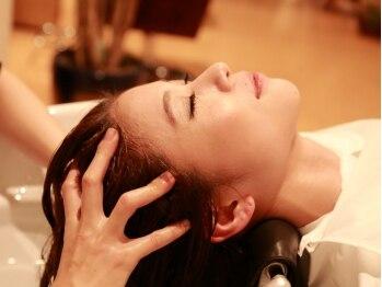 サロンドオクシー(Salon de OXY)の写真/『ちょっぴり強めのチカラ加減が気持ち良い!』頭皮環境を改善しながら、心身の疲れを解消致します♪