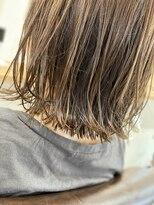 エトワール(Etoile HAIR SALON)ハイライトで立体感のある外ハネスタイル