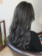 ヘアースタジオ ミツル(hair studio 326)外国人風ブルージュカラー