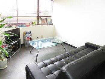 アムールヘアーの写真/お客様ひとりひとりの時間を大切に。初めての方でもリラックスできるリビングのような空間です!