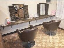 ヘアールーム(hair Room)の雰囲気(落ち着いた雰囲気の店内。木のぬくもりが◎)