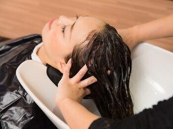 エーエムジー アトレヴィ 巣鴨店(AMG)の写真/美しい髪は健康な頭皮から!至福の時間を過ごしながら、頭皮ケアで芯から美しい素髪へと導く贅沢ヘッドスパ