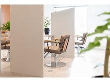 ビジ 天満橋(biji)の雰囲気(施術スペースは隣が気にならない半個室です♪仕切りがあります)