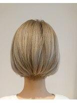 ヘアーリゾートラシックアールプラス(hair resort lachiq R+)《R+》ホワイト×ホワイト☆ショート前下がり
