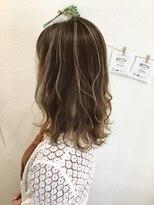 ヘアーデザイン アコースティック(Hair Design ACOUSTIC)ミルクティーハイライト×ミディアムレイヤースタイル