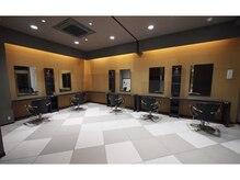 美容室ジャパン 高田本店(JAPAN)の雰囲気(広々とした和とモダンが融合した店内!)