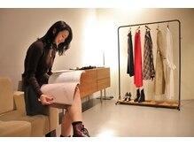 トウキョウ ハイク(Tokyo HIKE)の雰囲気(撮影で使用したMame Kurogouchiの洋服を販売しております)