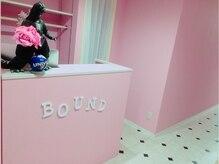 バウンド(BOUND)の雰囲気(キレイな店内とゴジラがお出迎え!【BOUND】歌舞伎町)
