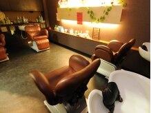 オズ アクシス ヘアプロデュース(OZ AXIS hair produce)の雰囲気(落ち着いた照明のシャンプーブース。リラックスできますよ♪)