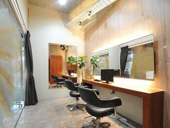 ビグディーサロン(BIGOUDI salon mukonosou)の写真/広々空間でお子様連れでも気兼ねなく通える★個室あり◎DVDあり◎オシャレを楽しみたいママを応援します♪