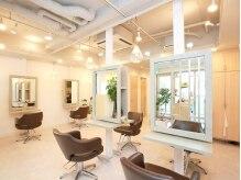 ヘアーサロン イルア 北越谷(hair salon I'LUNA)の雰囲気(明るく落ち着きのあるリラックス空間hair salon I'LUNA)