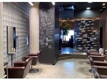 シフト メンズ オンリー サロン 薬院店(SHIFT Men's only salon)の雰囲気(ハイセンスな内装で、ゲストの心もリラックス。)