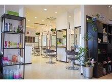 美容室パイナップル 城南店の雰囲気(広々とした店内。最高の技術と笑顔で、楽しい時間をご一緒に)