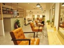 オレガ ヘアー(Orega hair)の雰囲気(9席の広々店内で、開放的な空間ですよ!)