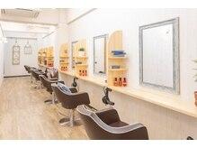 美容室 コーストアール 稲毛店(coast-R)の雰囲気(広々とした空間で施術致します。隣の席との間隔も気にならない♪)