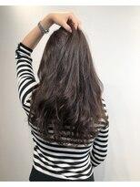 暗髪ロングヘア