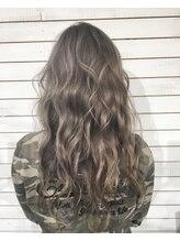 ビーヘアサロン(Beee hair salon)ホワイトグレーシルバー