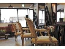 イスタ(isuta)の雰囲気(こだわりの家具に座って、こだわりの技術を体験!)