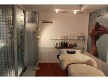 ドール(Dole)の雰囲気(個室のスパブース&フルフラットのシャンプー台完備♪)