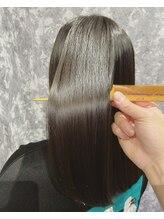 カフノリカ(Cuffnorika)縮毛矯正から3ヶ月後の髪質改善で、より極潤の仕上がりへ。