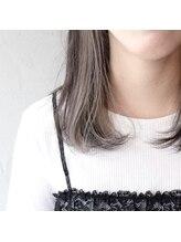 デコヘアーフラッペ(DECO HAIR frappe)グレージュのインナーカラー