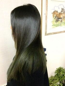 ヘアースタジオ エム(HAIR STUDIO M)アッツシュグリーンのグラデーションカラー