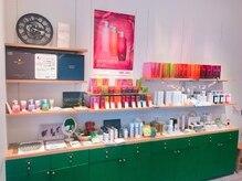 モード ケイズ ヴェルデ 西院店(MODE K's VERDE)の雰囲気(ヘアケア商品やビューティー商品など、多数取り揃えています。)