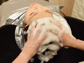 ヘアーアトリエ ラフェル(hair atelier Rafel)の写真/【個室シャンプー台☆癒しのヘッドスパ】Aujuaソムリエが土台となる頭皮から環境を整え、健やかな美髪へ♪