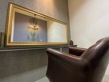 ラ シック(La chic)の雰囲気(大きな鏡が特徴♪贅沢個室のプライベート空間)