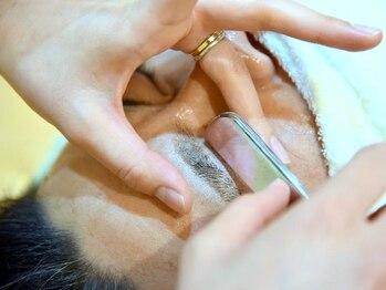 メンズサロン エクシア ブラト(brat)の写真/【メンズ眉カットOKサロン】理容師にしかできない、剃刀で丁寧に行う技術☆プロの理容師にお任せください!