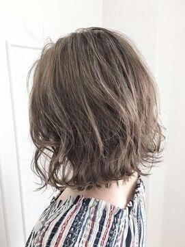 ボブでの簡単な巻き髪アレンジのやり方・おすすめのコテ 後ろ