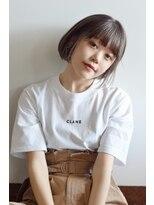 リリ バイ グランツ(LiLi by Glanz)簡単スタイリングで小顔ヘア、ヌーディーベージュのミニボブ
