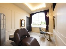 ラルゴ(Largo)の雰囲気(個室も完備されており、実はサロンには3つの空間があるのです。)