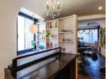 サントラップ(SUNTRAP)の雰囲気(白と茶を基調とした店内は、とてもおしゃれで、落ち着ける空間。)
