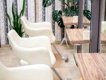 アトリエ モーリス ヘアー 小手指店(Atelier Morris Hair)の雰囲気(白を基調とした明るい店内でゆったりお寛ぎください♪)
