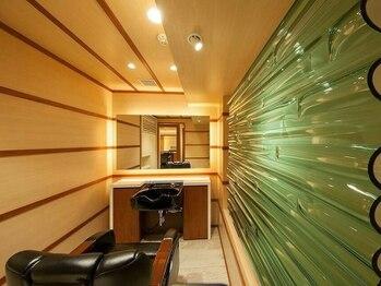 """ギンザ マツナガ ドゥ クラス(GINZA MATSUNAGA DE CLASSE)の写真/[銀座/新橋]髪を整えるだけでなく、""""心まで安らぐ""""贅沢な上質空間と癒しメニューをご提供―。〈理容室〉"""