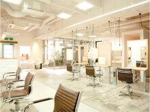 ミックスジャム プラス ミュゼ 学園前店(mixjam+musee)の雰囲気(白とシルバーを基調とした落ち着いた空間のサロン♪)