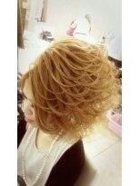 盛り髪(盛りヘア)のサイドのスジ盛り画像