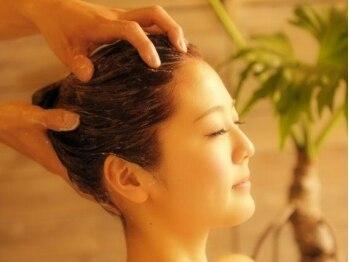 新宿 セイヴィアン ヘアーギャラリー(Savian Hair garelly)の写真/【贅沢クリームバス¥5400】大人気☆インドネシア発祥のヘッドスパで髪の毛までサラサラに♪