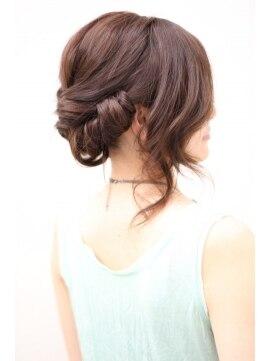 結婚式の髪型(ヘアアレンジ) ルーズなワンロール風アップセット