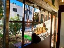 オリオリ(oli-oli)の雰囲気(店内から気持ちいい日差しが溢れて緑が見えて癒されます♪)