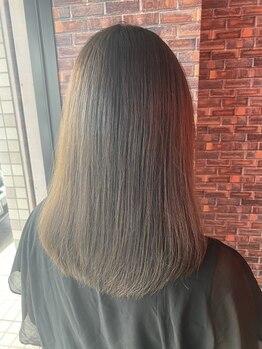 レイグロー バイ ヘッドライト ひたちなか店(RAYGLOW by HEADLIGHT)の写真/【エクストラ縮毛矯正+カット¥7500】髪ストレスを解消し、触れてみたくなるような自然で柔らかい曲線美に…