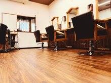 美容室ルーム(Room)の雰囲気(ご来店お待ちしております♪店内は初めての方でもくつろげます。)