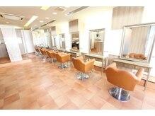 ヘアカラーカフェ 神戸六甲店 (HAIR COLOR CAFE)の雰囲気(白基調の清潔感ある店内が◎落ち着いた空間でゆったりと過ごせる)