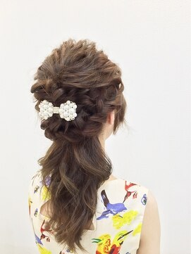 ダウンスタイル ヘアアレンジ(結婚式髪型)ガーリーダウンスタイル