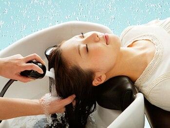 メロアヘアデザイン(Meloa Hair design)の写真/麻布十番で唯一の軟水を使用した炭酸泉ヘッドスパ。高いリラク効果と新感覚の気持ち良さで輝く髪に