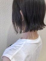 リコ ヘアアンドリラクゼーション(LICO HAIR&RELAXATION)【LICO】暗髪カラーが決めて耳かけ切りっぱなしボブ